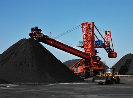 我国煤炭产量下降 四年进口超2亿吨高清图片